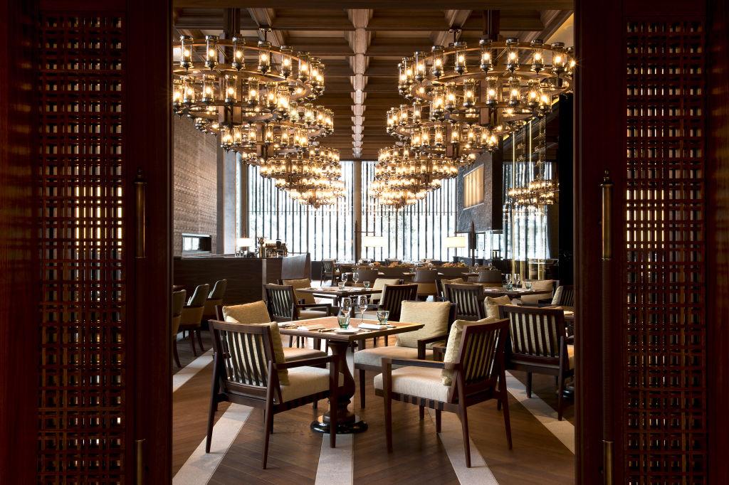 cam-dining-the-restaurant-main-dining-04