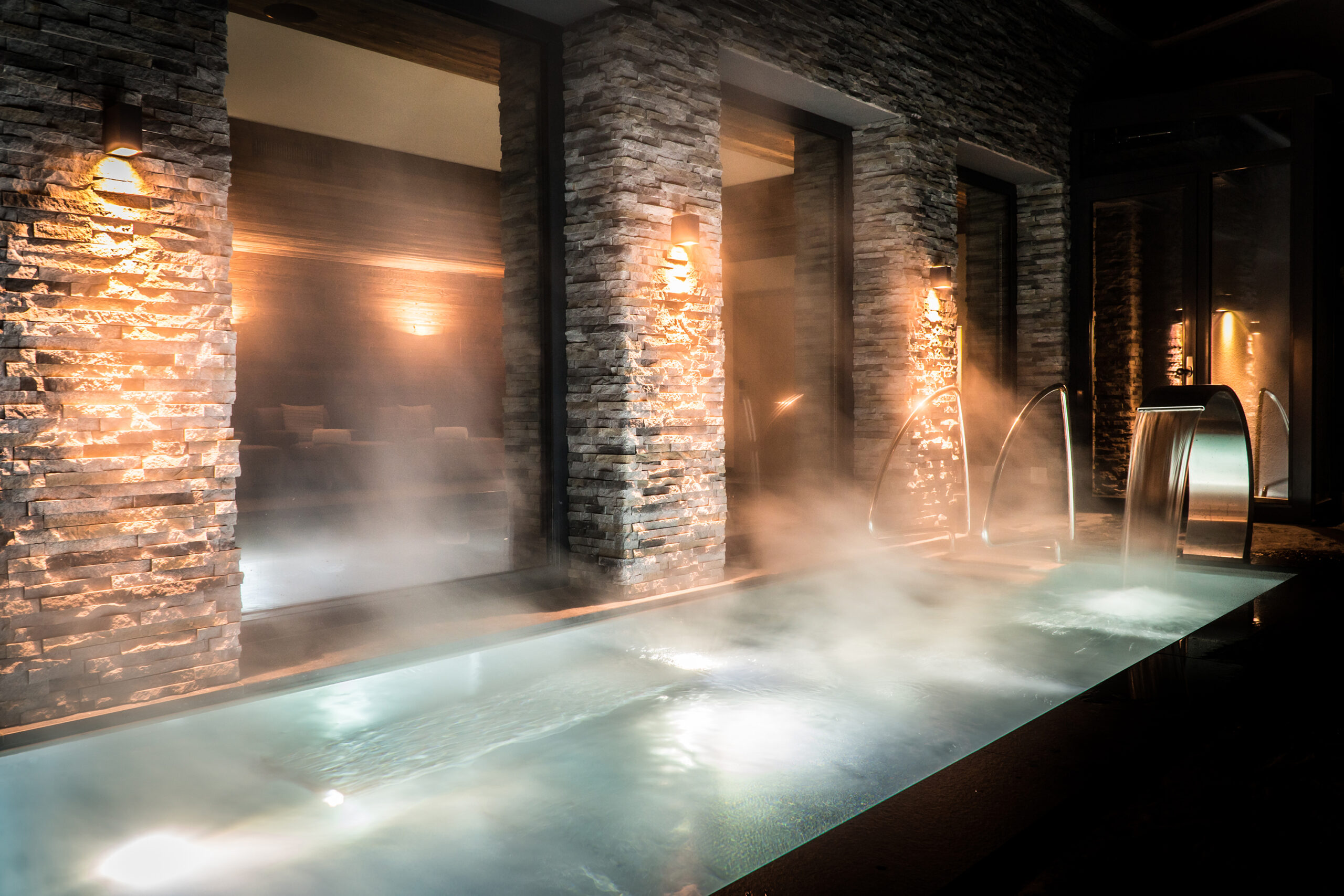 Spa featuring steaming pool