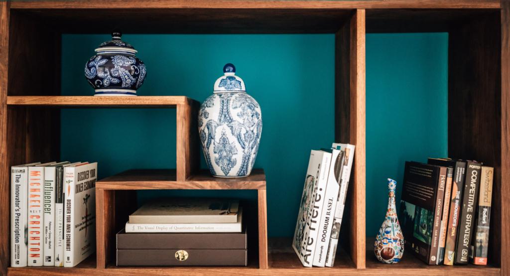 styling bookshelves with travel memorabilia