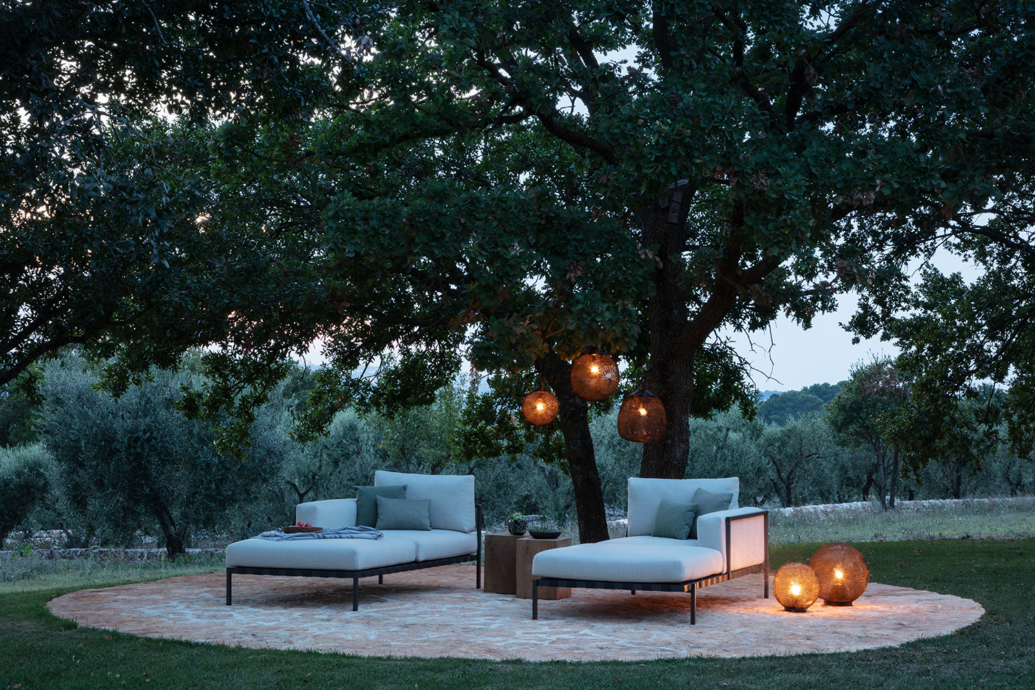 Outdoor loungers with romantic lighting